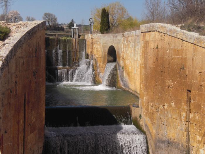 Esclusa canal de castilla viñalta Palencia