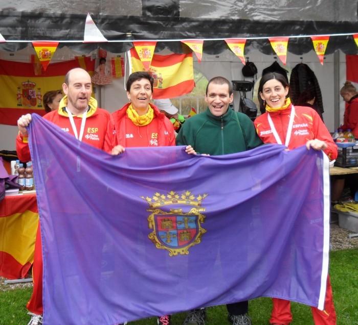 equipo España trial con bandera de Palencia