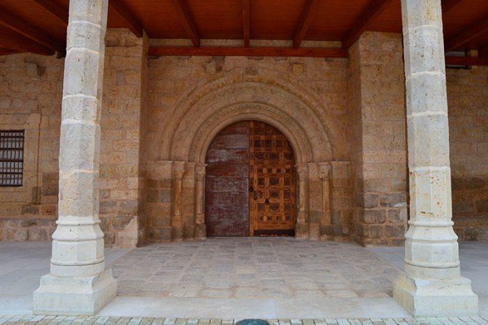 San Pedro Cultural Becerril de campos. Portada románica. Palencia diferente