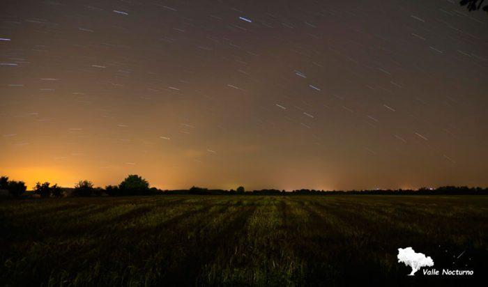 Fotografía nocturna de parcela de cereal en Carrión de los Condes, palencia diferente