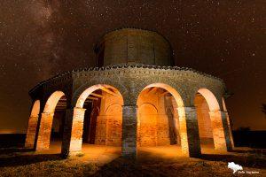 la ermita de Cristo del Amparo de Cisneros, cálida. Palencia diferente